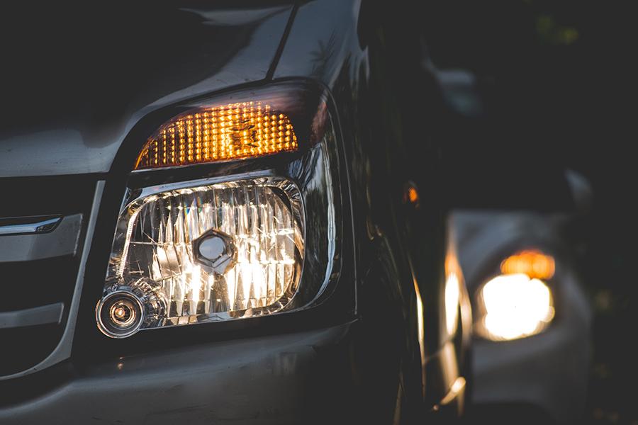 mantenimiento luces repara tu vehiculo alquiler boxes
