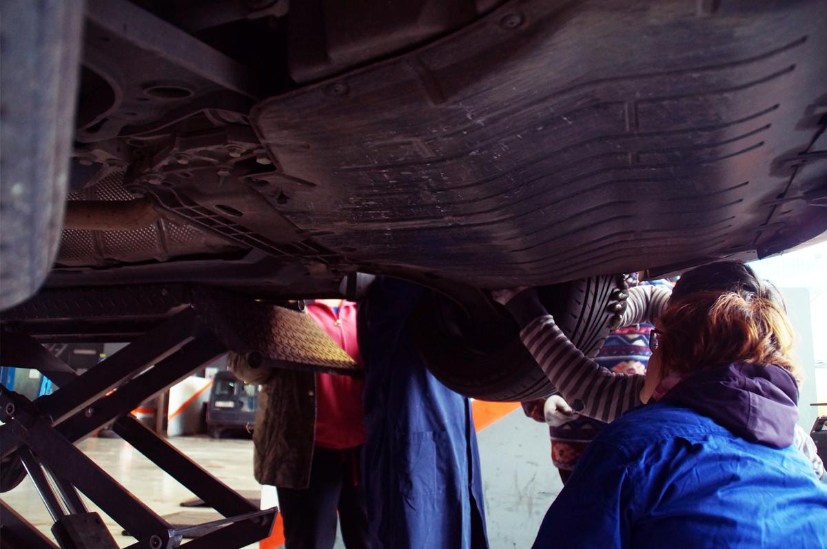 curso mecanica mujeres andragunea repara tu vehiculo iurreta bajos coche